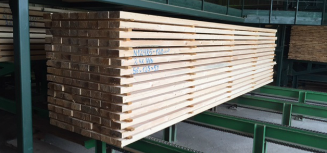 Sawn timber on the production line
